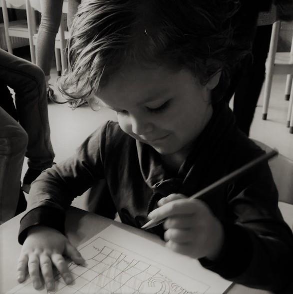 vier jaar kleuter voor het eerst naar school basisschool mijlpaal opvoeden