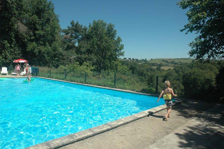 Camping-Les-Sucheres-Auvergne-met-zwembad