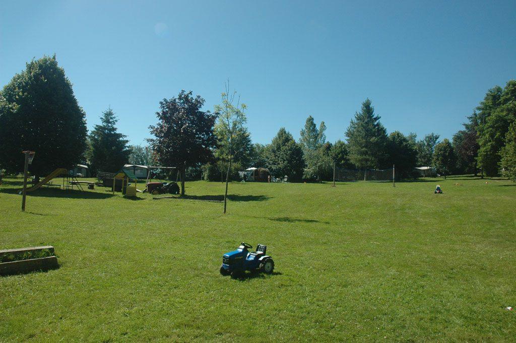 Camping-Les-Sucheres-Auvergne-ruime-plekken-kindvriendelijk