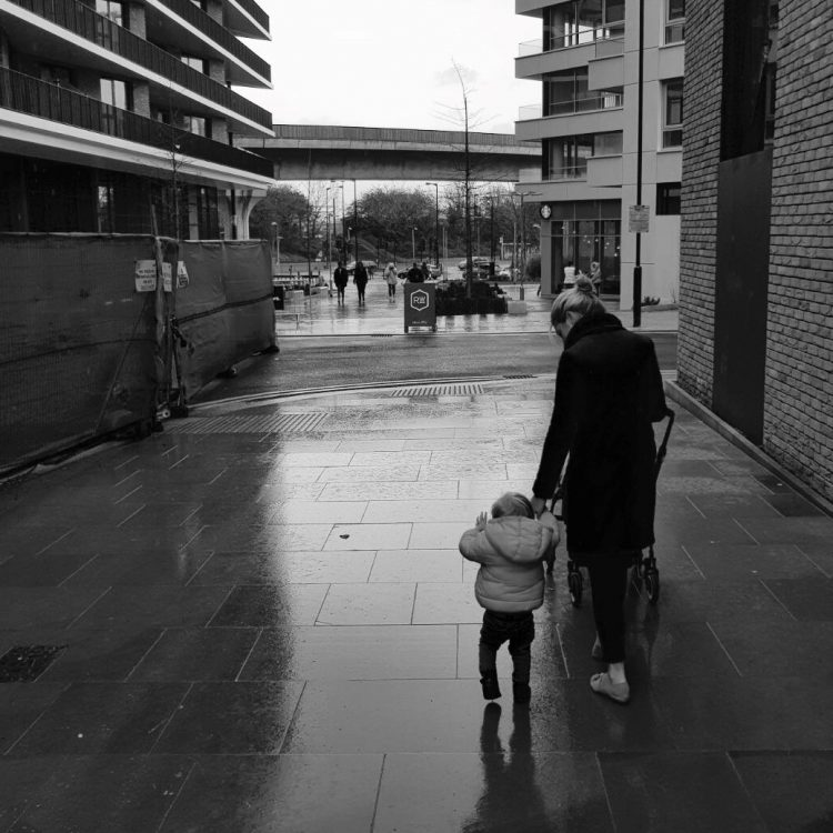 verontschuldigen moederschap onzekerheid mama zwanger bevallen loslaten ambitie