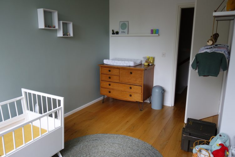 Schommelstoel Babykamer Marktplaats : Een kijkje in het retro babykamertje van robin mama is thuis